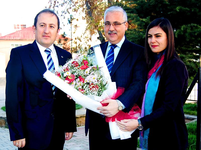 Vali Güvençer'e Göksun Kaymakamı Ali Hamza Pehlivan'dan Çiçek Takdimi