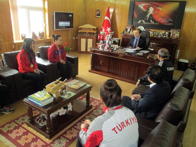 turkiye_sampiyonundan_kaymakama_ziyaret_0