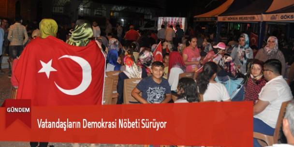 Vatandaşların Demokrasi Nöbeti Sürüyor