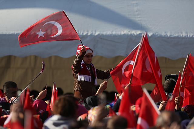 """Başbakan Binali Yıldırım, Kahramanmaraş 15 Temmuz Demokrasi Meydanında """"Milli Birlik ve Beraberlik"""" mitinginde halka hitap etti. ( Ensar Özdemir - Anadolu Ajansı )"""