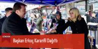 Başkan Erkoç Karanfil Dağıttı
